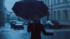 Cómo se inventó el paraguas plegable