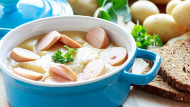 Sopa de patatas con salchichas, receta paso a paso