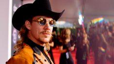 El artista Diplo en la alfombra roja de los American Music Awards 2019. Foto: AFP