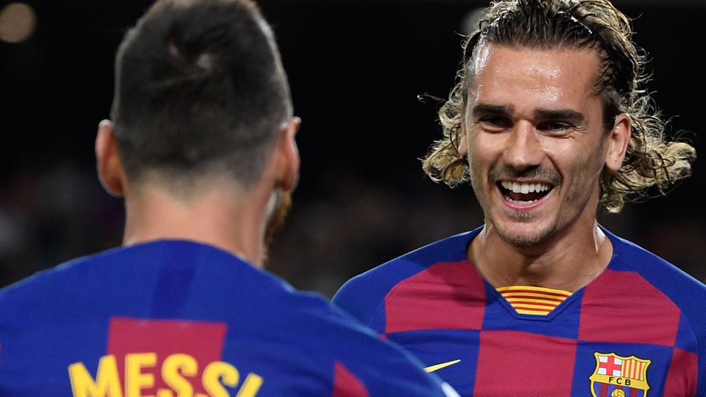 Antoine Griezmann con Messi (AFP)