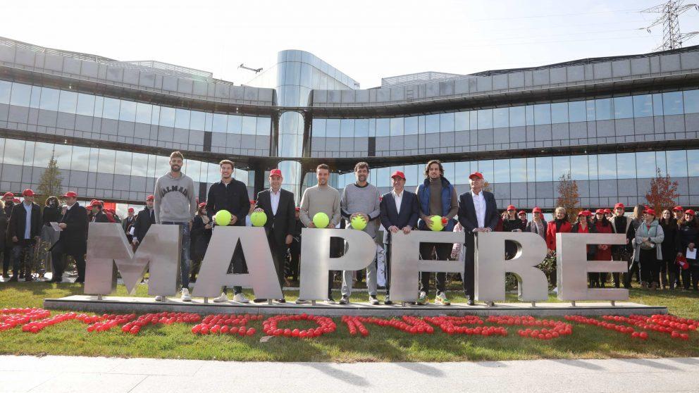 Equipo de la Copa Davis junto con el presidente de MAPFRE, Antonio Huertas, y los vicepresidentes de MAPFRE Ignacio Baeza y José Manuel Inchausti.