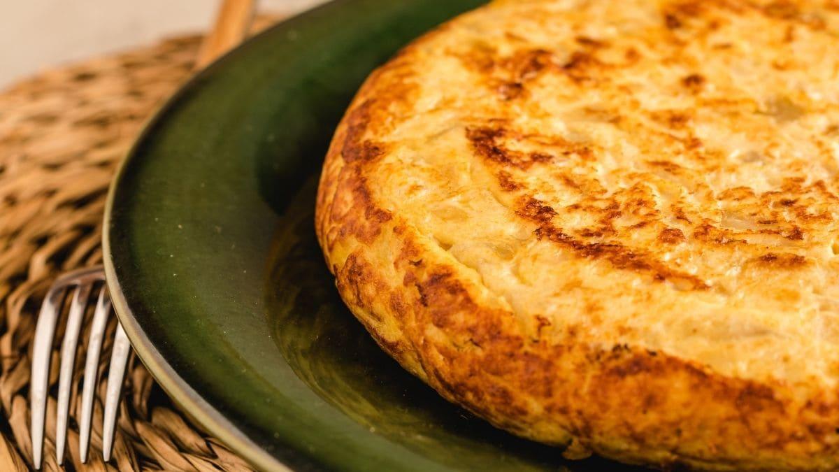 Receta de tortilla de patata, bacalao y ajetes