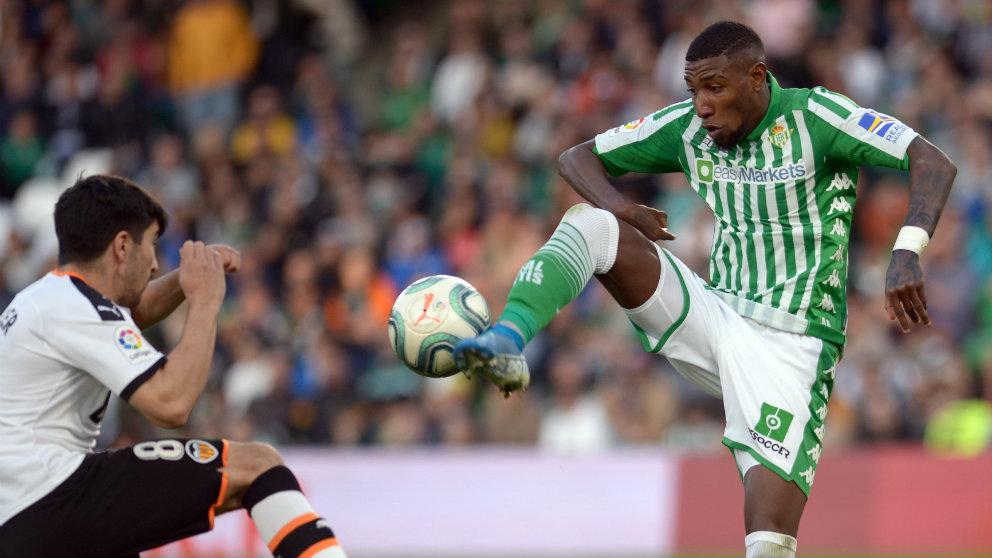 Emerson de Souza en un partido frente al Valencia (AFP)