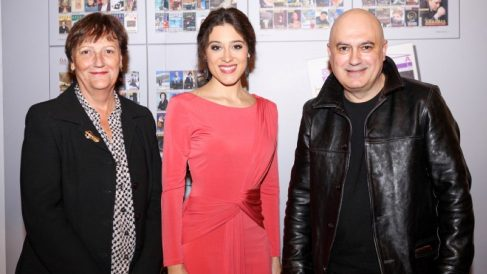 El director de escena Calixto Bieito, la Fundació Conservatori Liceu y su directora, Maria Serrat, y la soprano Leonor Bonilla. Foto: EP
