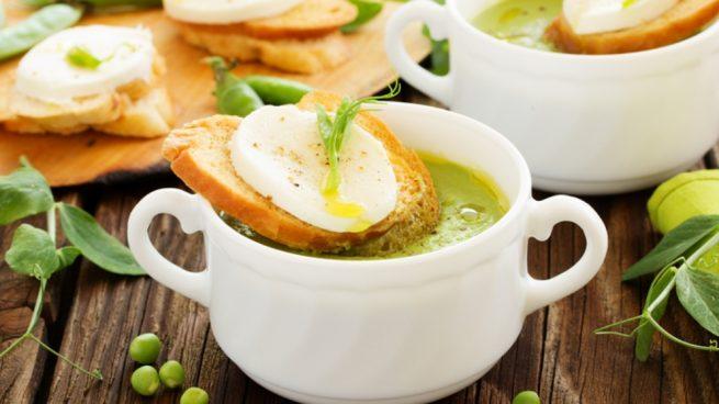 Receta de brócoli con pan de ajo y queso de cabra
