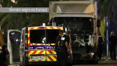 Los servicios sanitarios atienden a los heridos del atentado del Puente de Londres.
