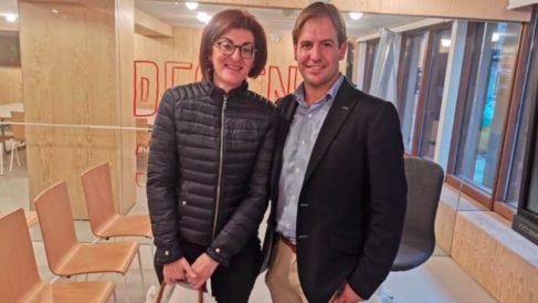 Cristiano Brown con Maite Pagazaurtundúa. Foto: Twitter