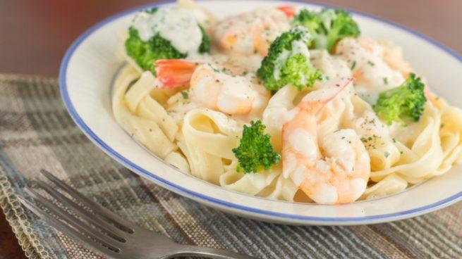 Receta de espaguetis con brócoli y langostinos