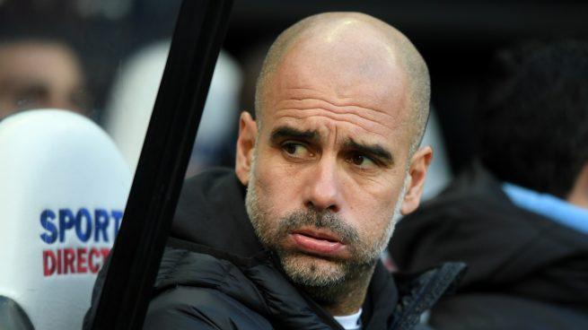 Guardiola, resoplando durante un partido (Getty).