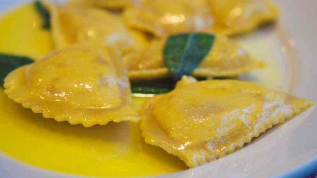 Raviolis de marisco con salsa de azafrán
