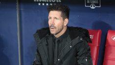 Simeone, en el banquillo del Atlético de Madrid. (Alberto Simón)