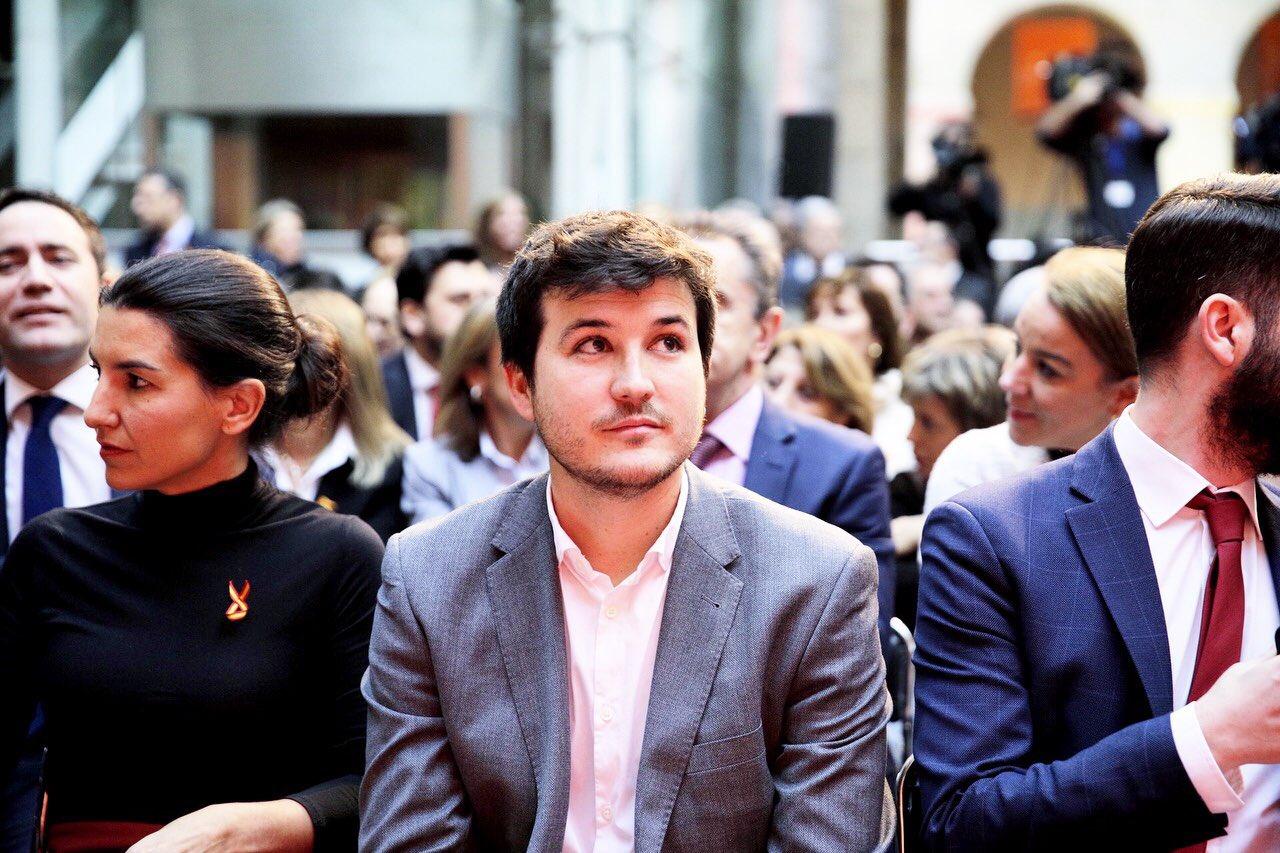 Las dos caras de Rita Maestre: con bandera de España cuando gobernaba y sin ella en la oposición