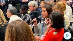 La periodista chilena en el momento de su intervención
