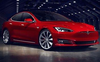 Un coche Tesla Model S Gran Autonomía