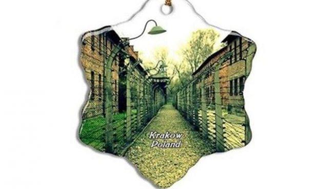 adornos navideños con imágenes de Auschwitz