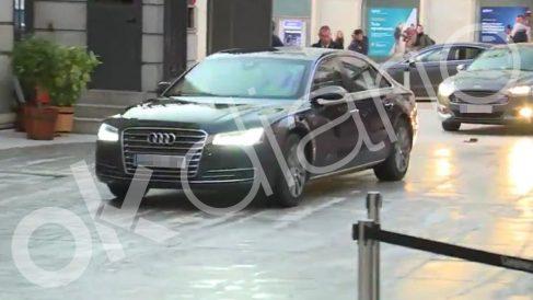 Pedro Sánchez llegando en un Audi A8 al Congreso de los Diputados.