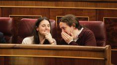 Irene Montero y Pablo Iglesias, en el Congreso.(Foto: Francisco Toledo)