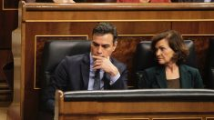 Pedro Sánchez y Carmen Calvo durante el arranque de la XIV legislatura. (Foto: Francisco Toledo)