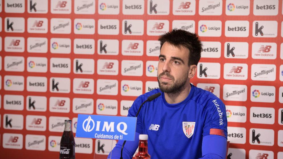 Beñat Etxebarria en rueda de prensa (Athletic Club)