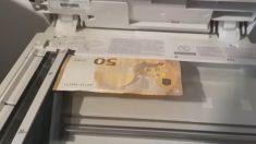 Facebook: Intenta fotocopiar un billete y se encuentra con una sorpresa