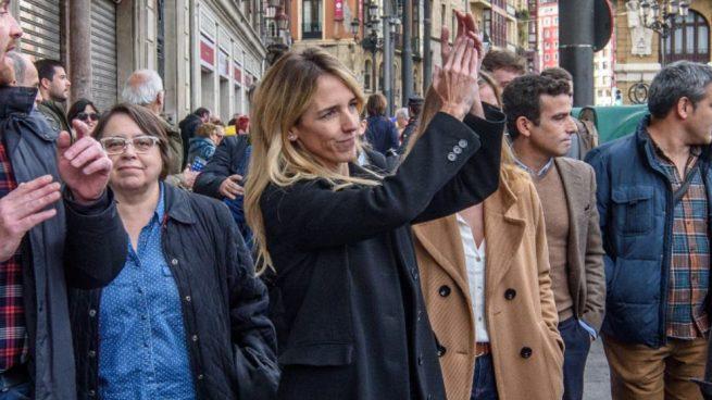 Álvarez de Toledo llama a movilizarse en las calles contra el pacto PSOE-ERC