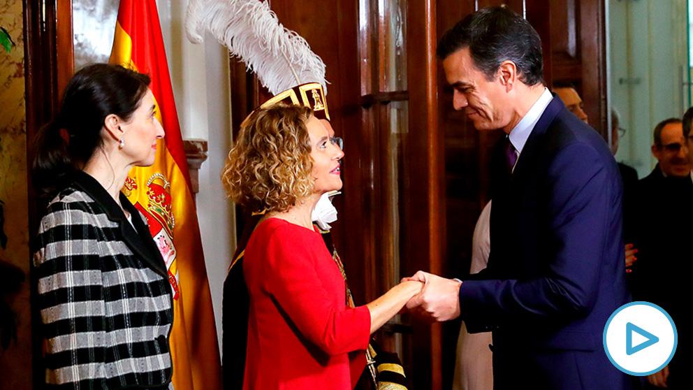 Pedro Sánchez saluda a la presidenta del congreso, Meritxell Batet