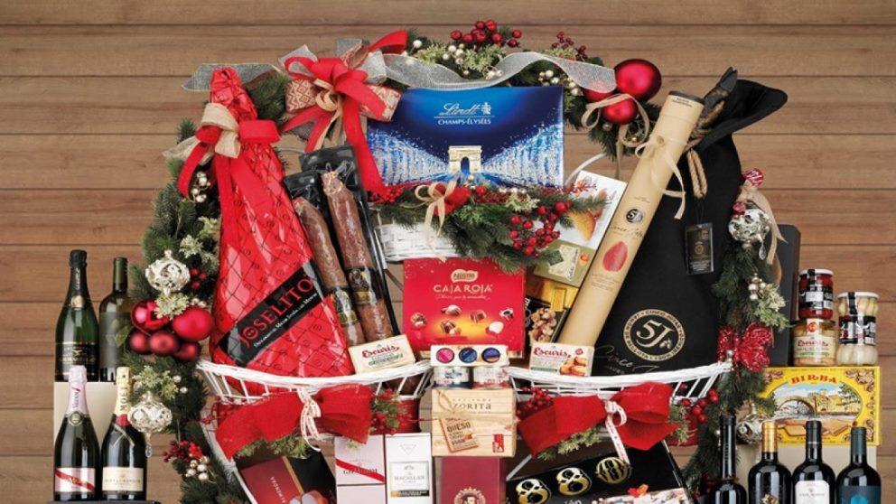 Las cestas navideñas son un regalo clásico por estas fechas