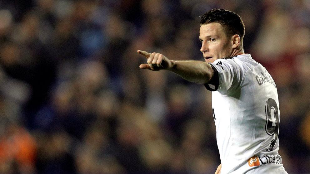 Kevin Gameiro celebra un gol frente al Levante. (EFE)