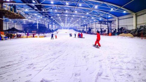 Esquiar es uno de los planes más interesantes en diciembre en Madrid