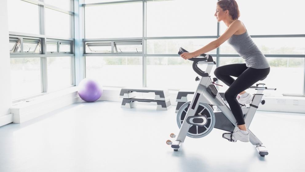 adelgazar haciendo bicicleta fija