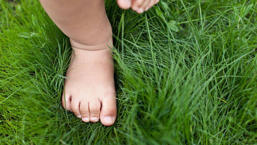 Descubre cómo es la evolución de pies y piernas en los niños