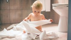 Cómo combatir el estreñimiento del bebé con remedios naturales