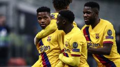 Los jugadores del Barcelona celebran el gol de Ansu Fati ante el Inter de Milán. (AFP)
