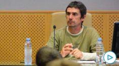 El expreso de ETA José Ramón López de Abetxuko (i) y el abogado de la izquierda abertzale Txema Matanzas, durante la charla que han ofrecido este martes en el aulario de la Universidad del País Vasco en Vitoria. (Efe)