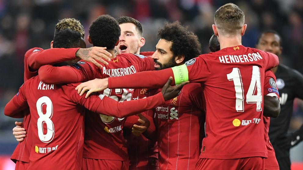 Los futbolistas del Liverpool celebran uno de los goles contra el Red Bull Salzburgo. (AFP)
