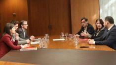 Los equipos de PSOE y ERC en una de sus reuniones..