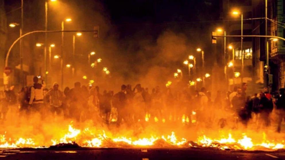 Barcelona ardiendo durante los graves disturbios tras la sentencia del Procès.