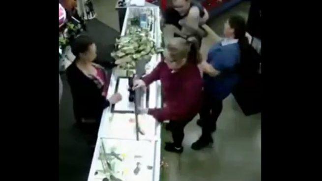 Facebook: Compra una escopeta con un bebé sobre el mostrador