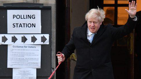 Boris Johnson tras votar en las elecciones británicas (Foto: AFP)