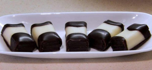 Mazapán con cobertura de chocolate Mazapan-con-cobertura-de-chocolate-1-620x284