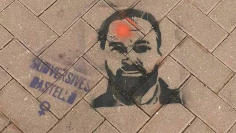 Pintada contra Santiago Abascal.