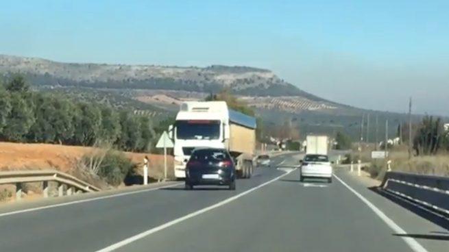 Facebook: Un conductor drogado choca con un camión