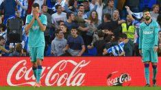 Busquets y Piqué, tras un gol recibido por el Barcelona. (AFP)