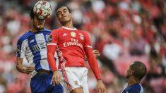 Raúl de Tomás en un partido con el Benfica. (AFP)