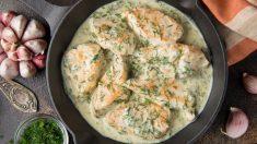 Pollo a las finas hierbas en salsa de yogur