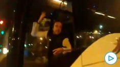 Un conductor de autobús se enfrenta a unos CDR en Barcelona: «¡Estamos hasta los cojones del independentismo!».