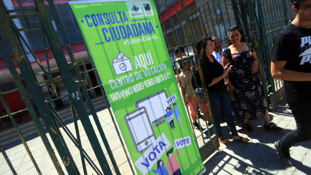 Uno de los centros de votación habilitados para la consulta ciudadana en Chile. (Ep)