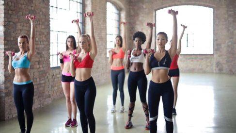 Las mancuernas te  permiten realizar un gran número de ejercicios