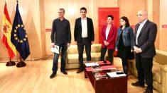 Dirigentes de EH Bildu y del PSOE reunidos en el Congreso de los Diputados para tratar la investidura de Pedro Sánchez.