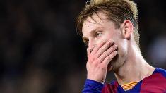 De Jong se lamenta durante el Clásico. (AFP)